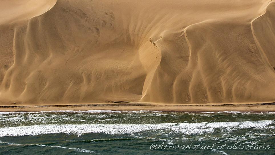 Oceano Atlantico e deserto del Namib si incontrano